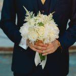 Νυφική ανθοδέσμη με λευκά τριαντάφυλλα και ορτανσίες