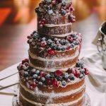 Naked τριώροφη τούρτα γάμου με φρέσκα φρούτα
