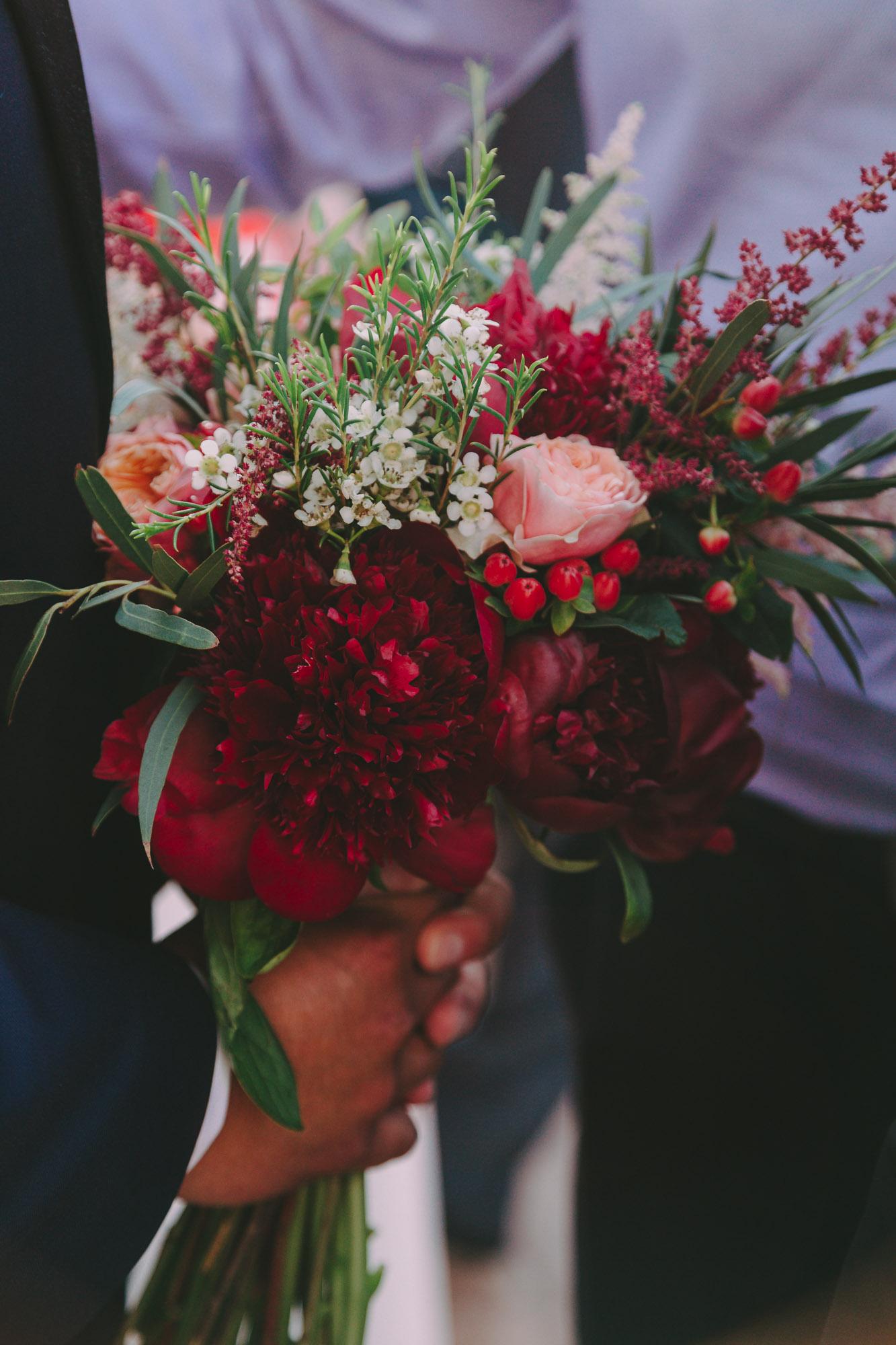 e1b09a640155 Αγαπημένες νυφικές ανθοδέσμες με τριαντάφυλλα