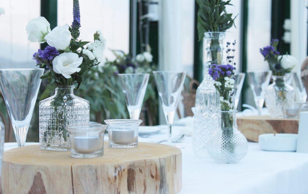 Rustic centerpiece γάμου με κορμούς δέντρων Fairytales come true by Vicky