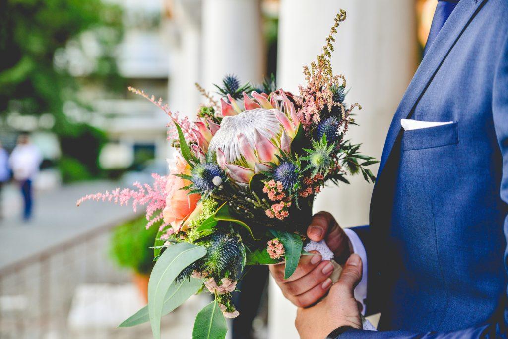 Εντυπωσιακή νυφική ανθοδέσμη με πολύχρωμα λουλούδια Fairytales come true by Vicky