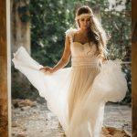 Αέρινο νυφκό με crochet δαντέλα Made Bride by Antonea