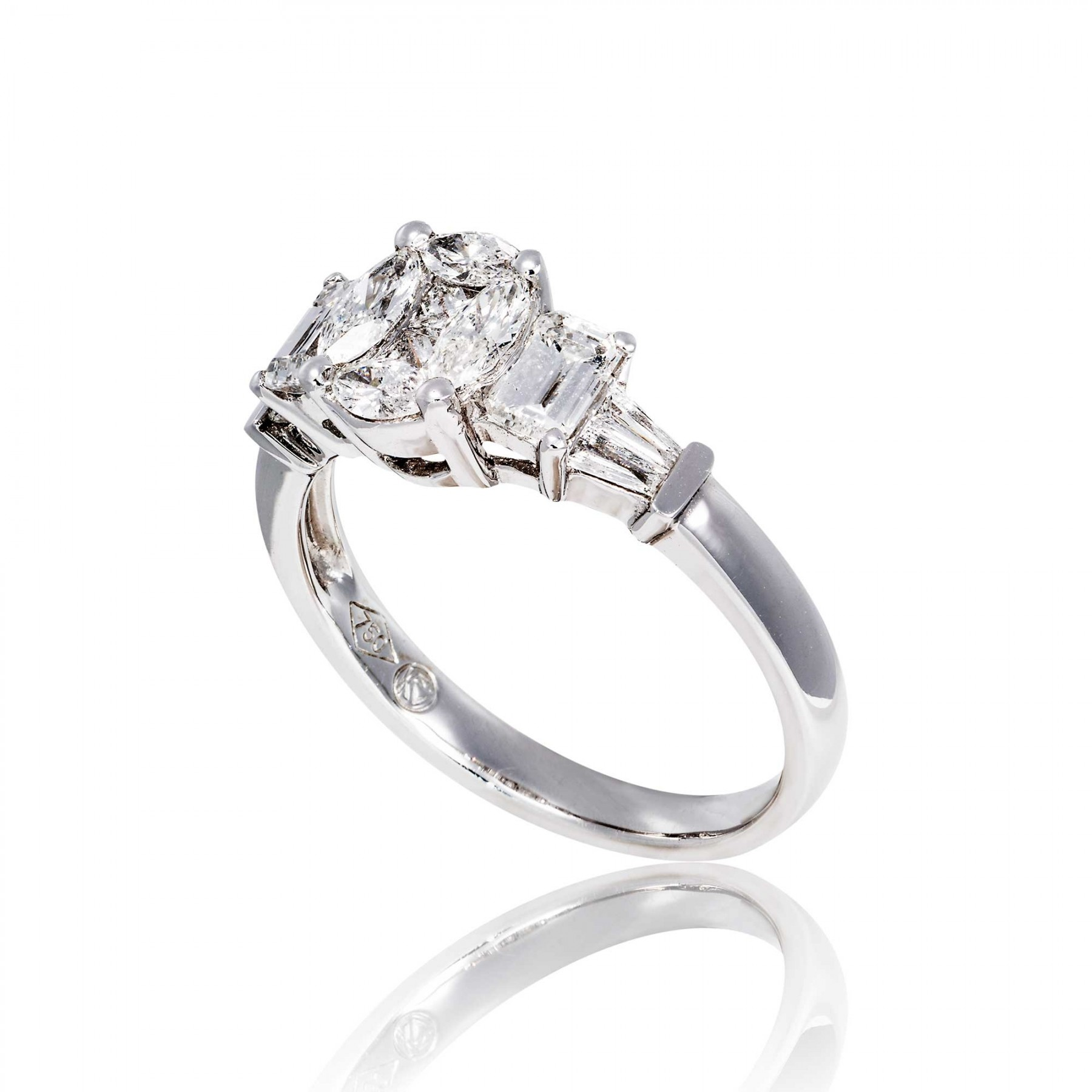 Dreamy engagement rings by Skaras Jewels