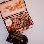 κουτάκι για τις βέρες και το μονόπετρο του γάμου