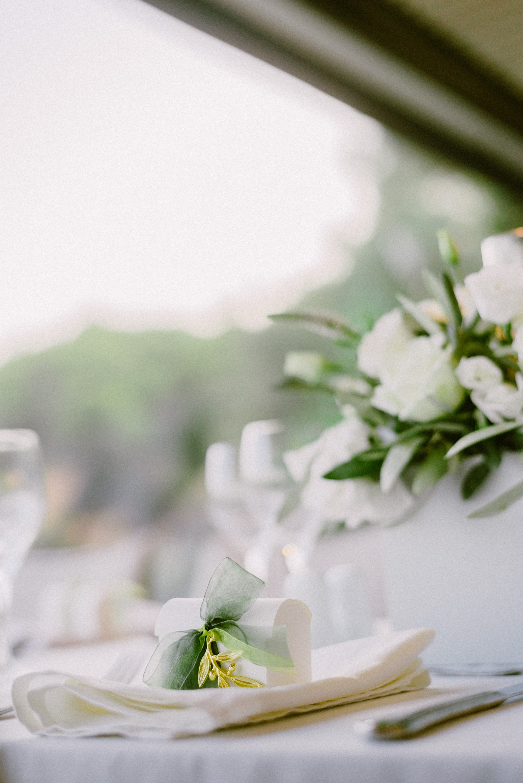 Ρομαντικός γάμος με ελιά στην Αθήνα