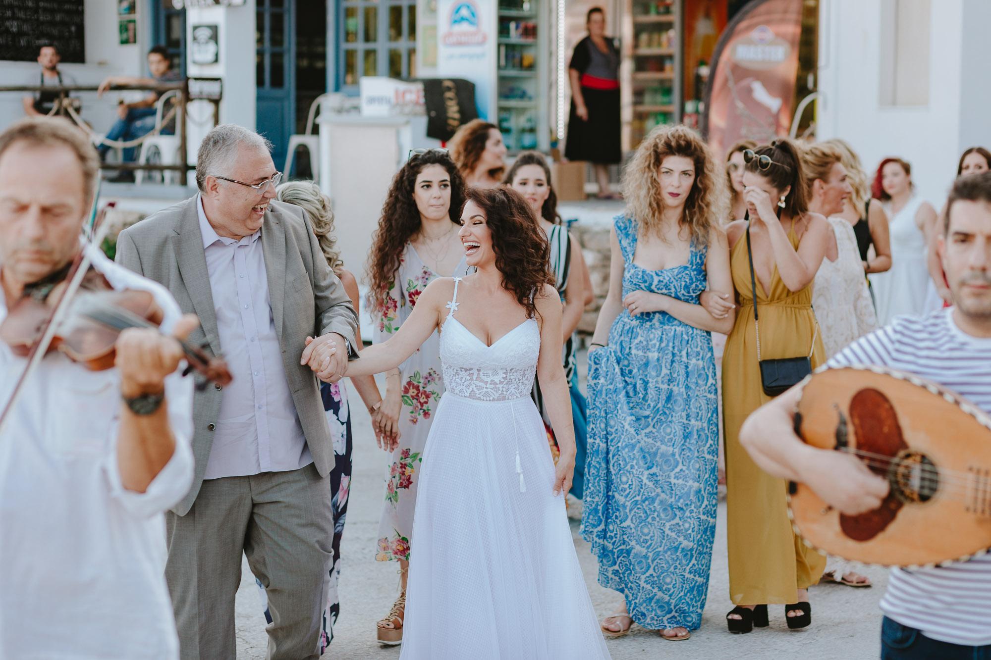 Ένα καλοκαιρινό πάρτυ γάμου στην Κύθνο