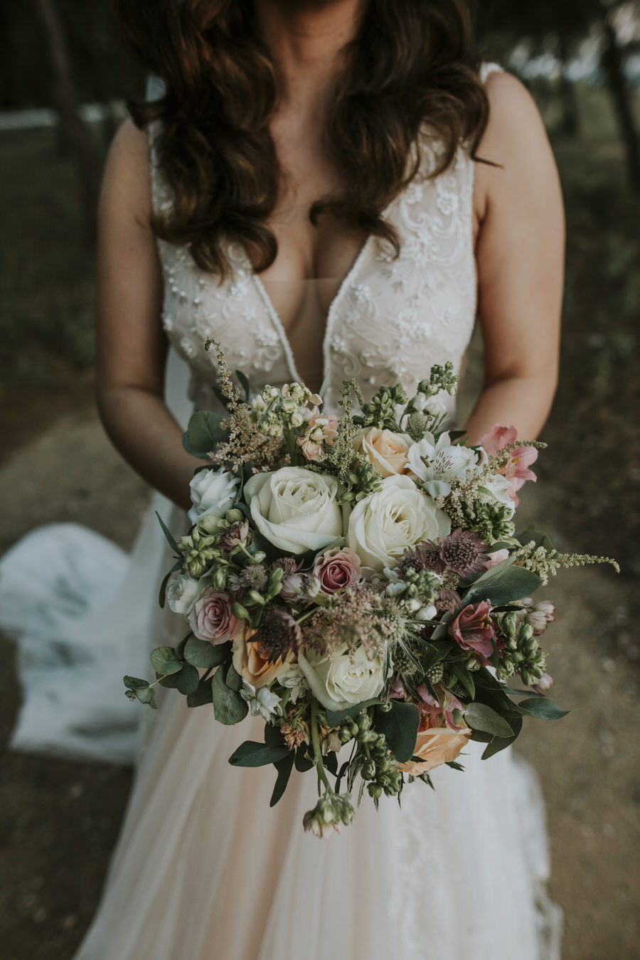 Rustic wedding with pink and golden shades