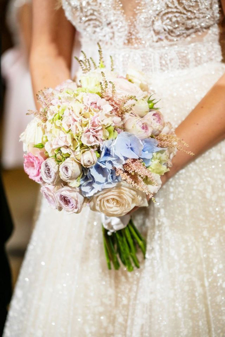 Classy & elegant wedding with pastel colors