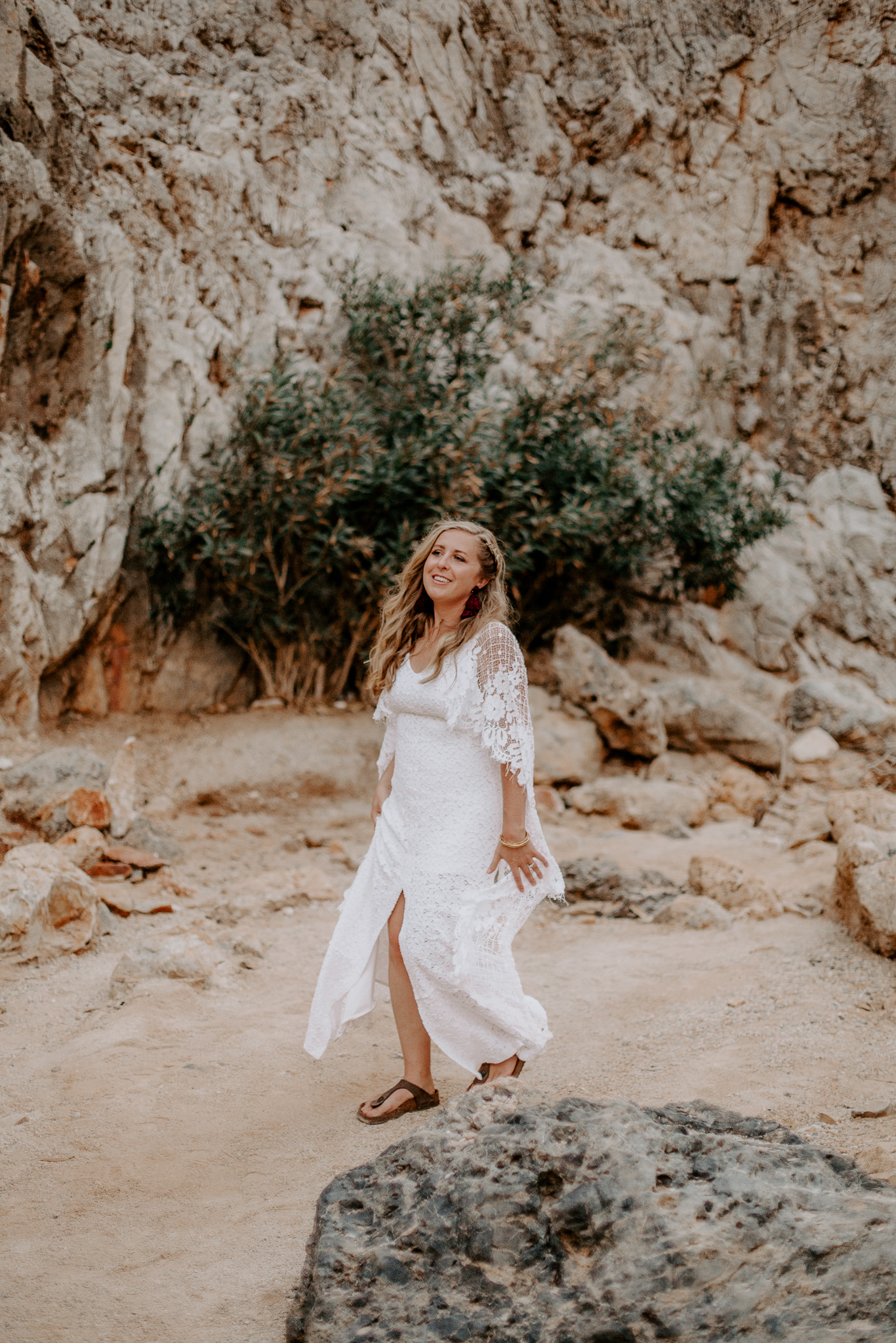 A cliffside elopement in Crete