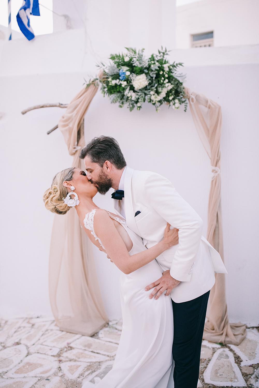 A stylish summer wedding in Antiparos