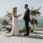 Ένα ρομαντικό boho elopement στη Σαντορίνη