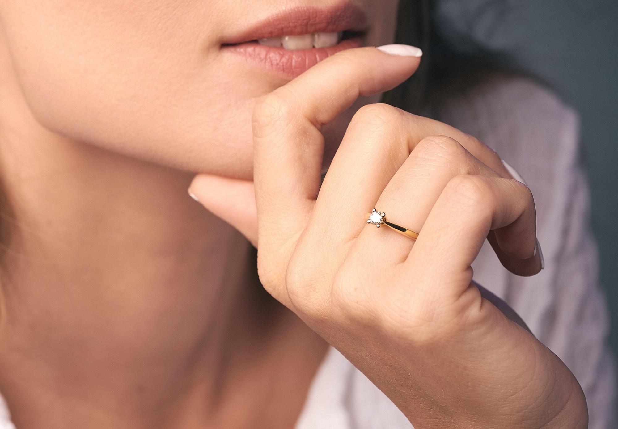 Βέρες και μονόπετρο: Τα ορόσημα του γάμου από το Skaras Jewels